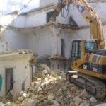 Reati edilizi: l'ordine di demolizione di un immobile abusivo deve essere bilanciato con il diritto alla tutela dell'abitazione (nota a Cass. 15141/2019)